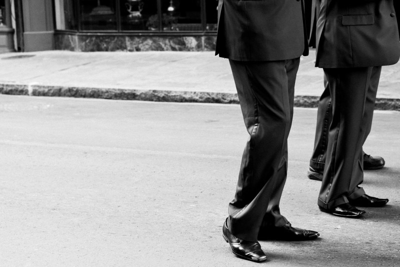 businessmen-on-street-bw